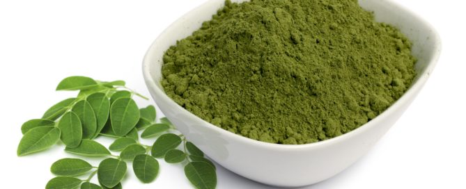 moringa_powder_in_bowl_with_leaves